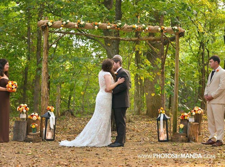 Photos by Manda    Leah + Parker 's wedding altar was very simple and minimalist, just like the rest of their wedding details. I love the burlap and small floral arrangements on the top of their altar, as well as the lanterns and wood accents. Their florals were the most gorgeous fall colors! This wedding was one of our most simple and understated, but it was still SO gorgeous!