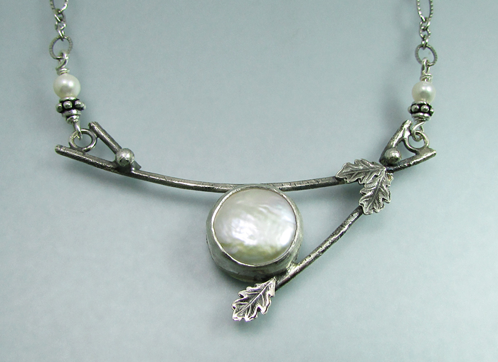 Branch necklace with coin pearl