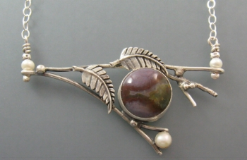 twig-and-leaves-necklace-with-agate-in-sterling-silver-by-Kryzia-Kreations.jpg