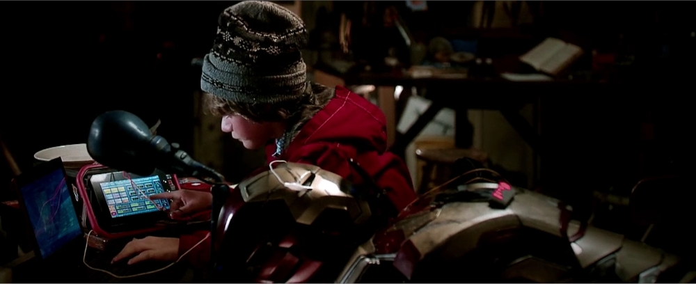 """Harley"" using Vinci to fix the famous suit in  Iron Man 3"