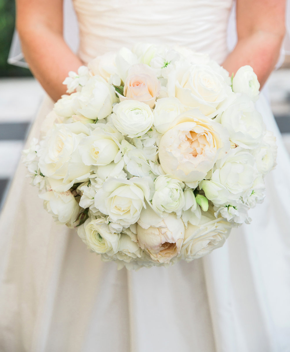 19-Hudson-Nichols-Evergreen-Museum-Maryland-Preppy-Wedding-Classic-White-Flower-Bouquet.jpg