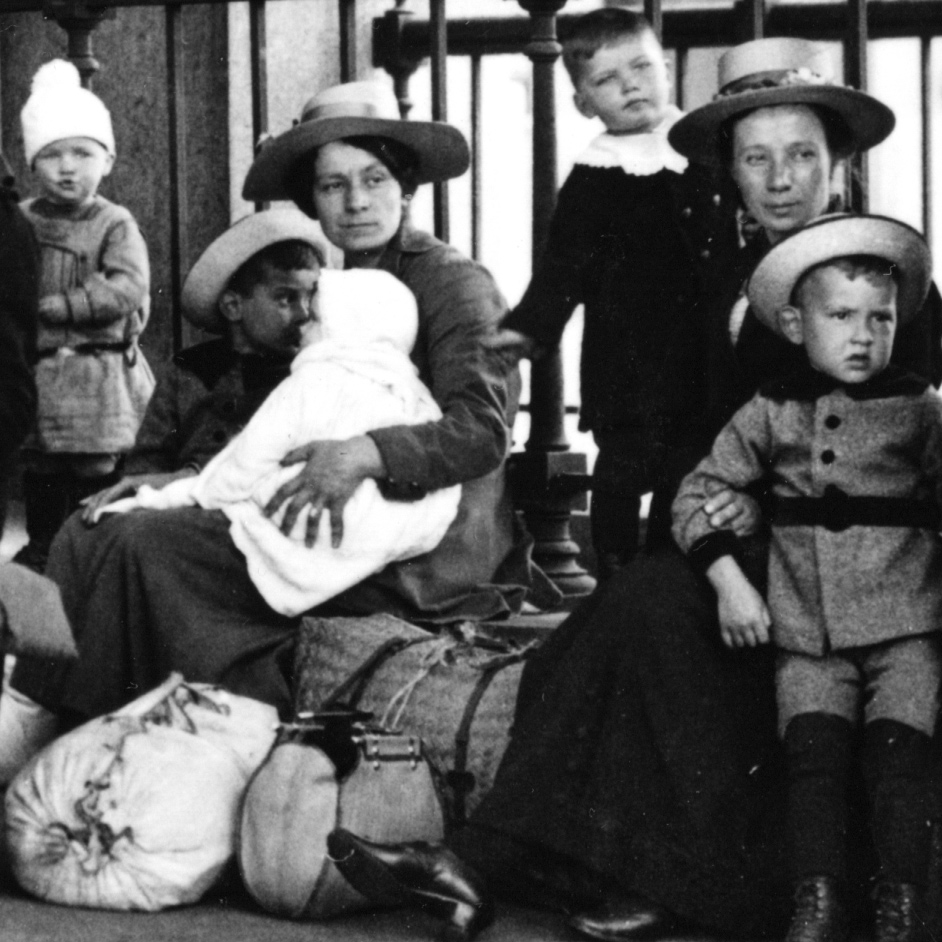 Newly arrived immigrants await examination at the Ellis Island between c. 1907 and 1921  (detail) | Courtesy of Ellis Island National Museum of Immigration