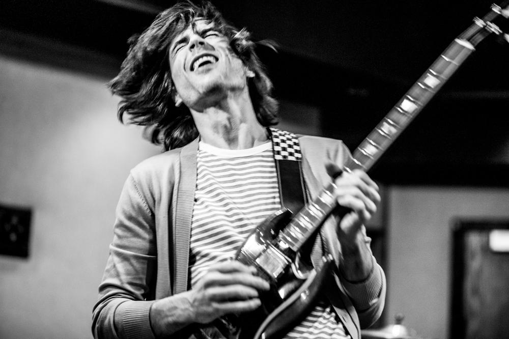 Weezer. Brian Bell. Photo bySean Murphy