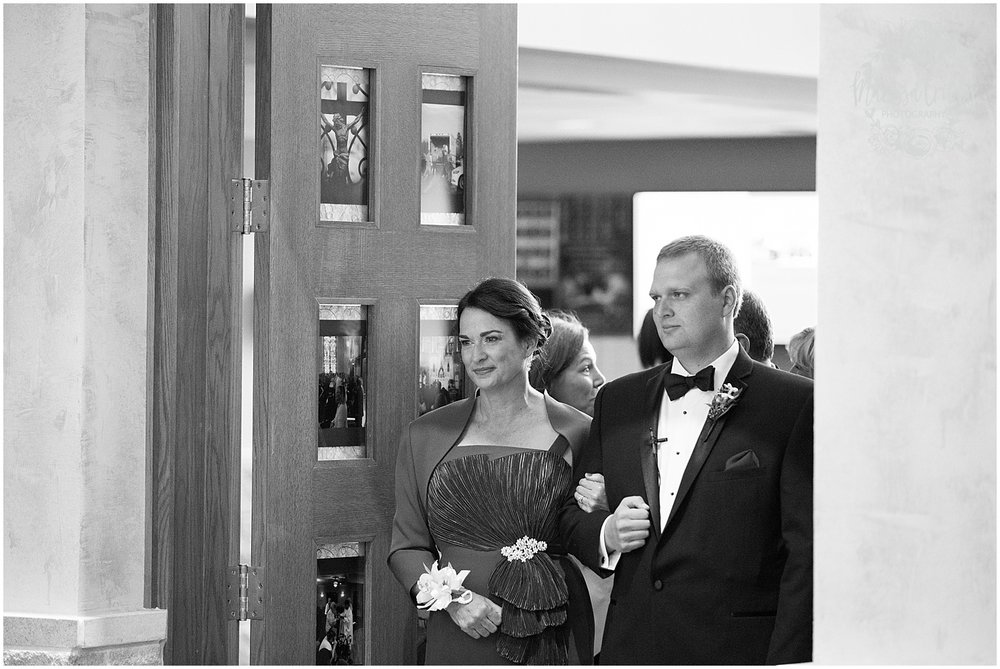 Blue Hills Country Club Wedding | Marissa Cribbs Photography | Nolte's Bridal | KC Wedding Photographer | KC Weddings_1104.jpg