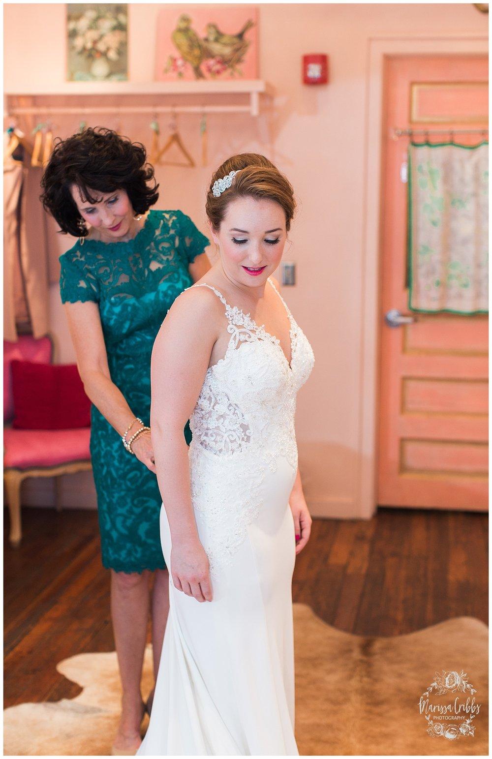 Bride & The Bauer Wedding | Hannah & Jeff | KC Wedding Photographers | Rainy Wedding Photos KC | Marissa Cribbs Photography_1011.jpg