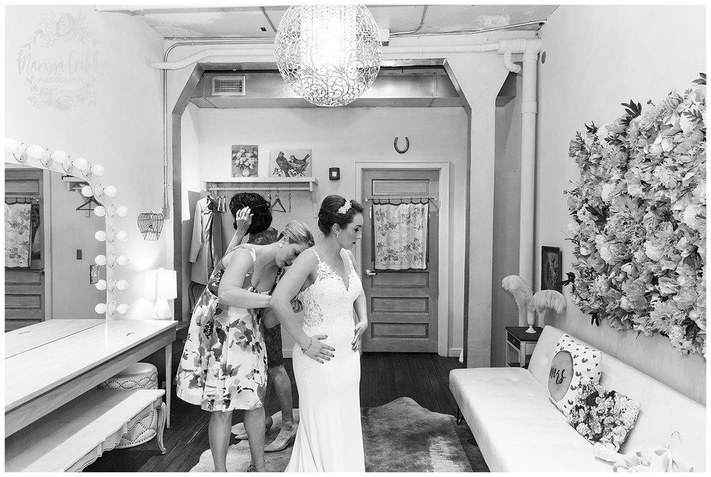 Bride & The Bauer Wedding | Hannah & Jeff | KC Wedding Photographers | Rainy Wedding Photos KC | Marissa Cribbs Photography_1016.jpg