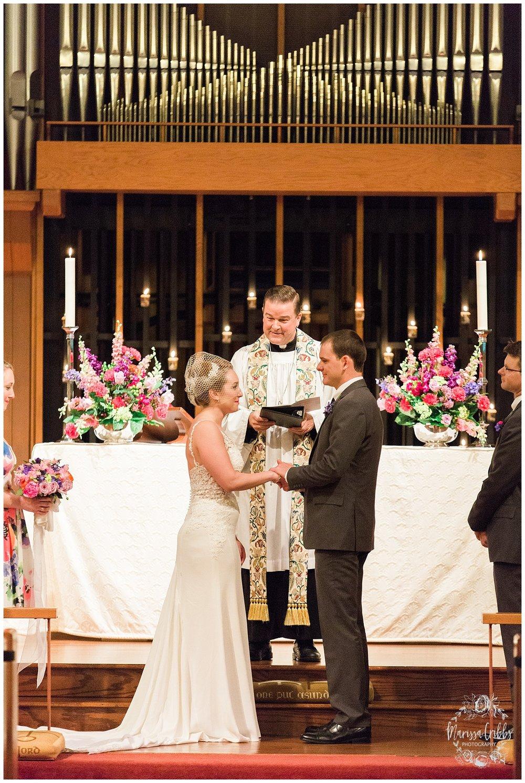 Bride & The Bauer Wedding | Hannah & Jeff | KC Wedding Photographers | Rainy Wedding Photos KC | Marissa Cribbs Photography_1072.jpg