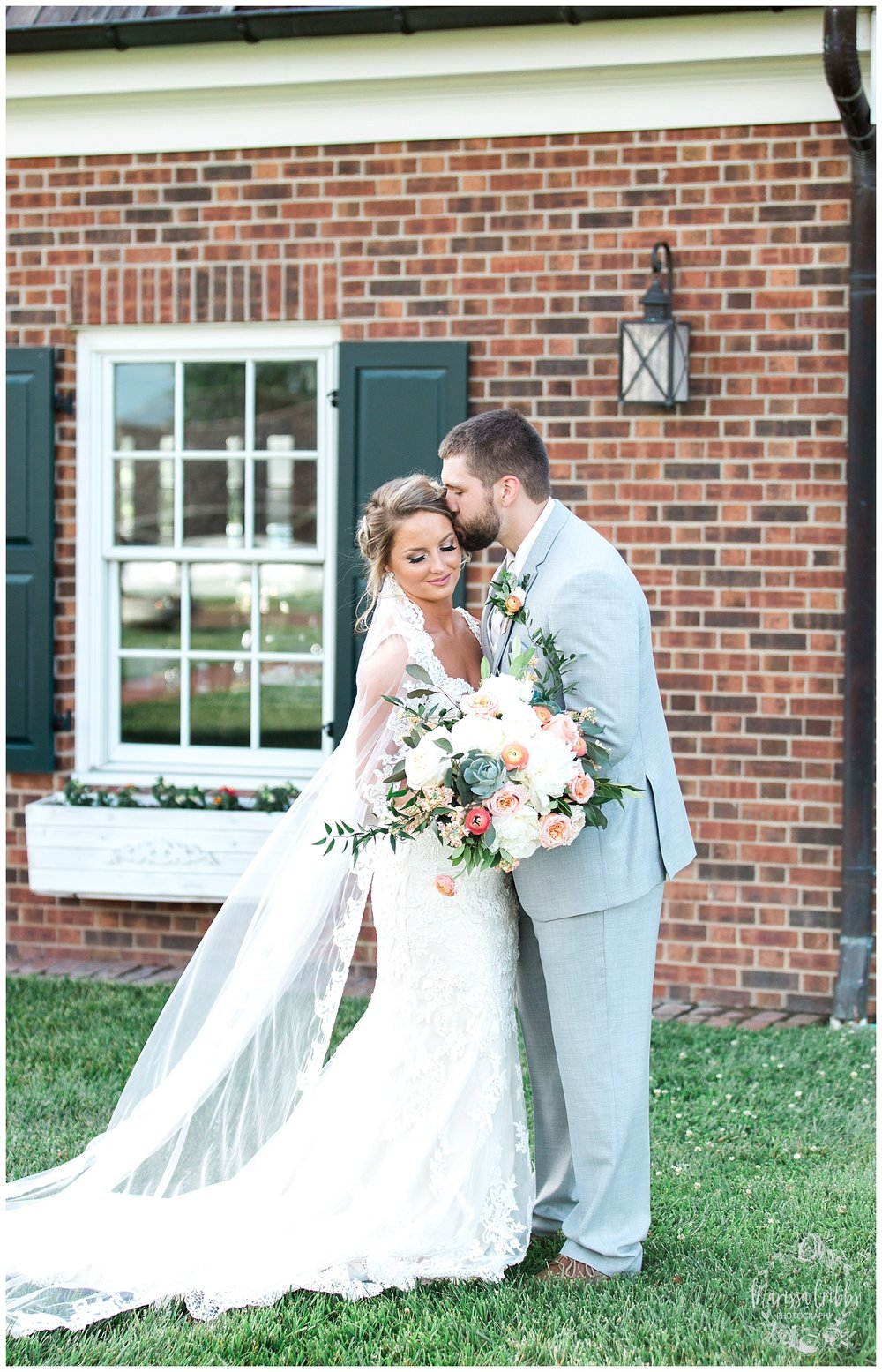 CHELSEY & TRAVIS MARRIED | MILDALE FARM WEDDING | KC WEDDING PHOTOGRAPHERS | MARISSA CRIBBS PHOTOGRAPHY_1313.jpg