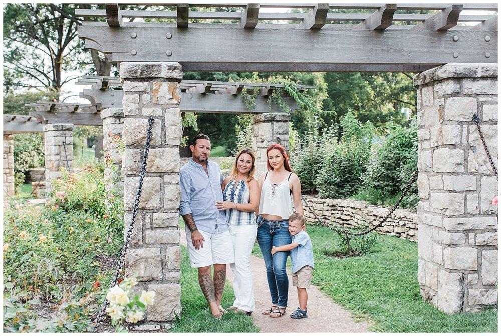 ROBINSON FAMILY | LOOSE PARK FAMILY PHOTOGRAPHY | MARISSA CRIBBS PHOTOGRAPHY_2376.jpg
