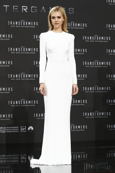 This Stella McCartney gem Peltz wore to the Berlin premier literally had me on the floor.