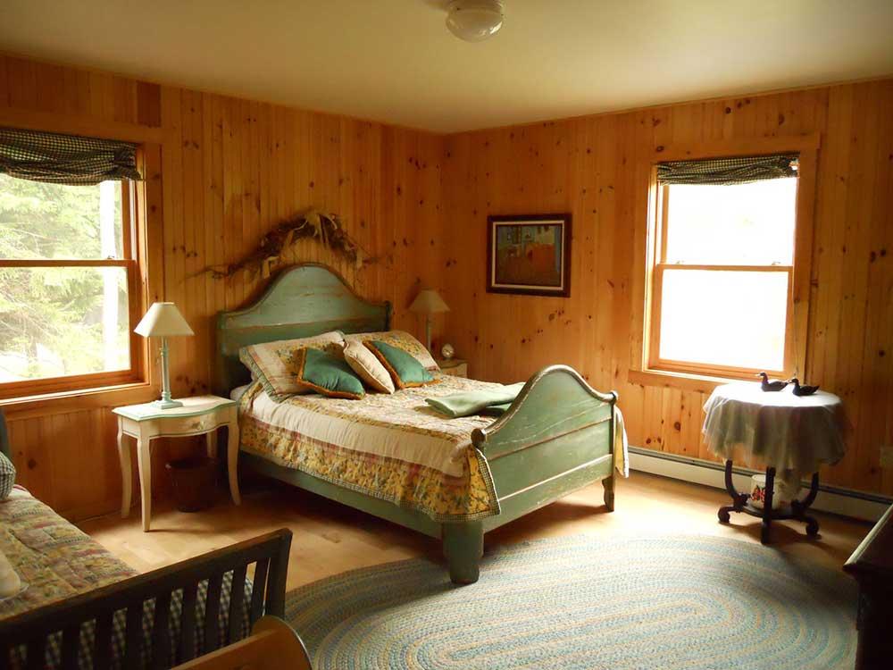 Pondsea-Green-bed-from-door2.jpg