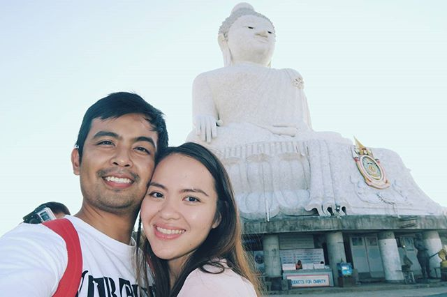 Taking a selfie at the #bigbuddah. The day was spent roaming around and looking at temples 😉👍 Great thing about canon G7x, you can flip the screen and take an awesome selfie! 👫📸 #thailand #kohsamui #wanderingwaffleheads #wanderlust  #travelblogger #travelcouple #canonph #canon #canonG7x #traveling #traveltheworld #traveldiaries #explore #travelphoto #effortlessdigital #travelph #travelgram #travelpinoy #travel️ #travelasia #asia #philippines #travelgram #traveling #traveladdict #wanderlust #FotografiaUnited #LiveTravelChannel  #travelphotooftheday #grammerPH #goPH