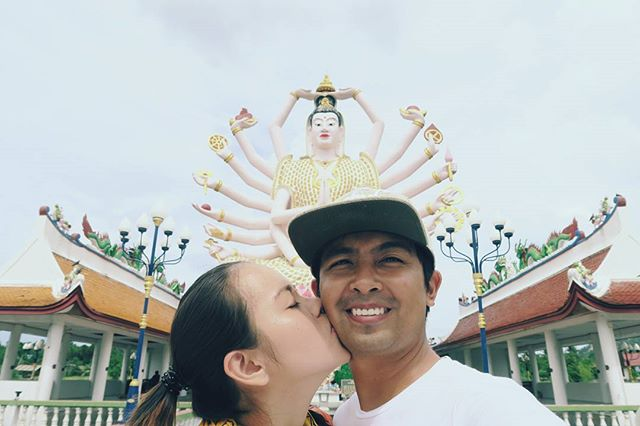 Our kiss cheek tradition while roaming around! #kisssacheeks ❤📸👫🌎 #thailand #templerun  #wanderingwaffleheads #wanderlust  #travelblogger #travelcouple #canonph #canon #canonG7x #traveling #traveltheworld #travelstoke #explore #travelphoto #effortlessdigital #travelph #travelgram #travelpinoy #travel️ #travelasia #asia #philippines #travelgram #traveling #traveladdict #wanderlust #FotografiaUnited #LiveTravelChannel  #travelphotooftheday #grammerPH #goPH