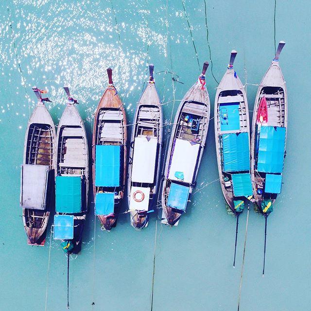 Boats waiting for tourists. 📸❤🌎 #thailand #kohphiphi #phiphiisland #drone #dji #wanderingwaffleheads #wanderlust  #travelblogger #travelcouple #traveling #traveltheworld #travelstoke #traveldiaries #explore #travelphoto #effortlessdigital #travelph #travelgram #travelpinoy #travel️ #travelasia #asia #philippines #travelgram #traveling #traveladdict #wanderlust #FotografiaUnited #LiveTravelChannel  #travelphotooftheday