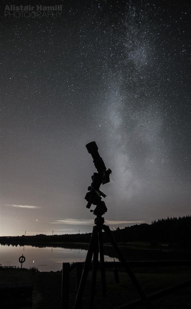 Observing the sky at night (Large).jpg