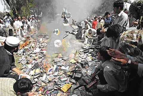 52808 Pakistan Book Burning