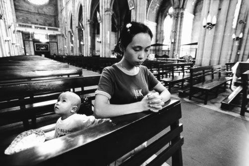 mother praying with child