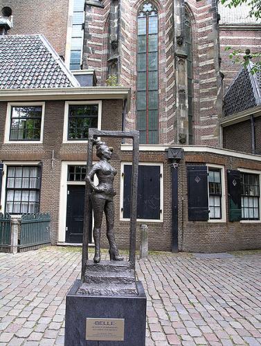 452px-sex_worker_statue_oudekerksplein_amsterdam1