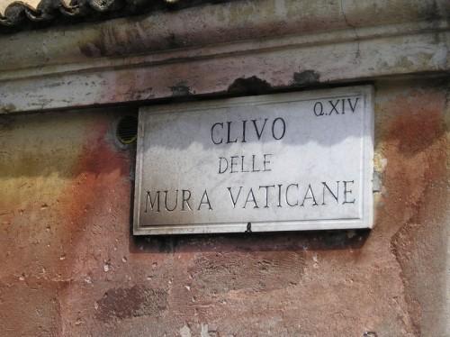 800px-vaticane_mura_1