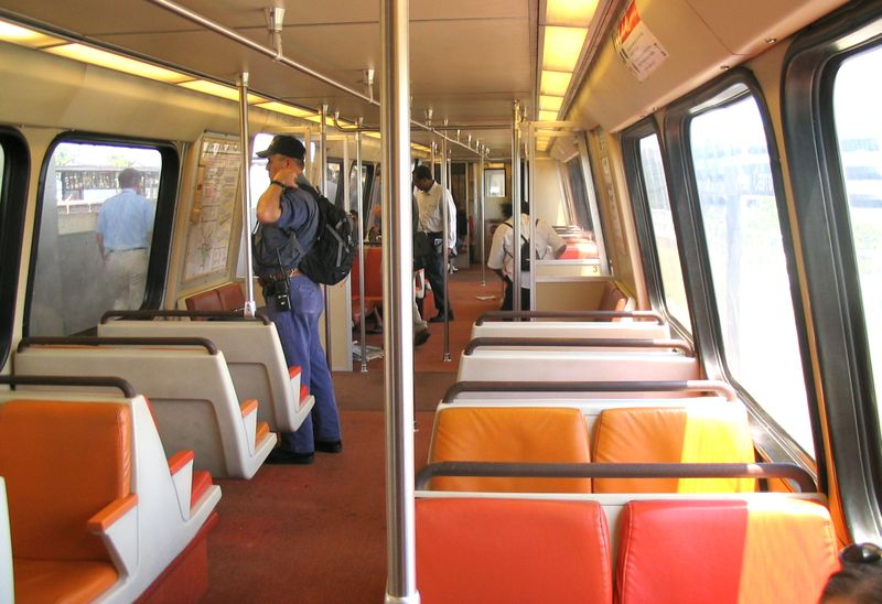 800px-Washington_DC_Metro_in_car