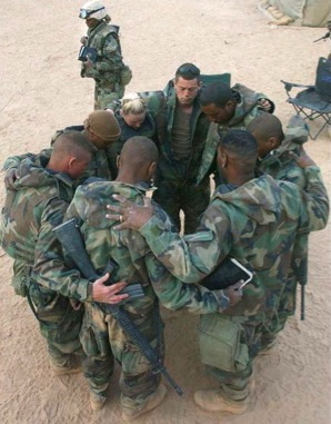 soldiers praying