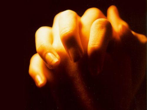 hands folded in prayer 799927