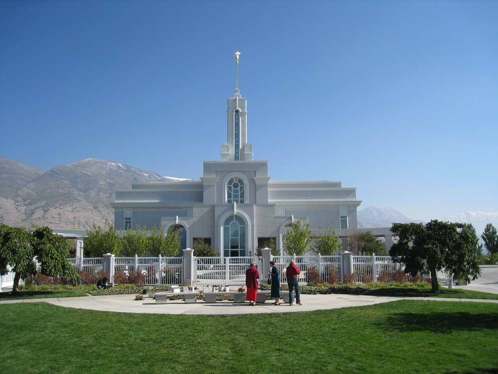 Mount_Timpanogos_Utah_Temple_Entrance.jpg