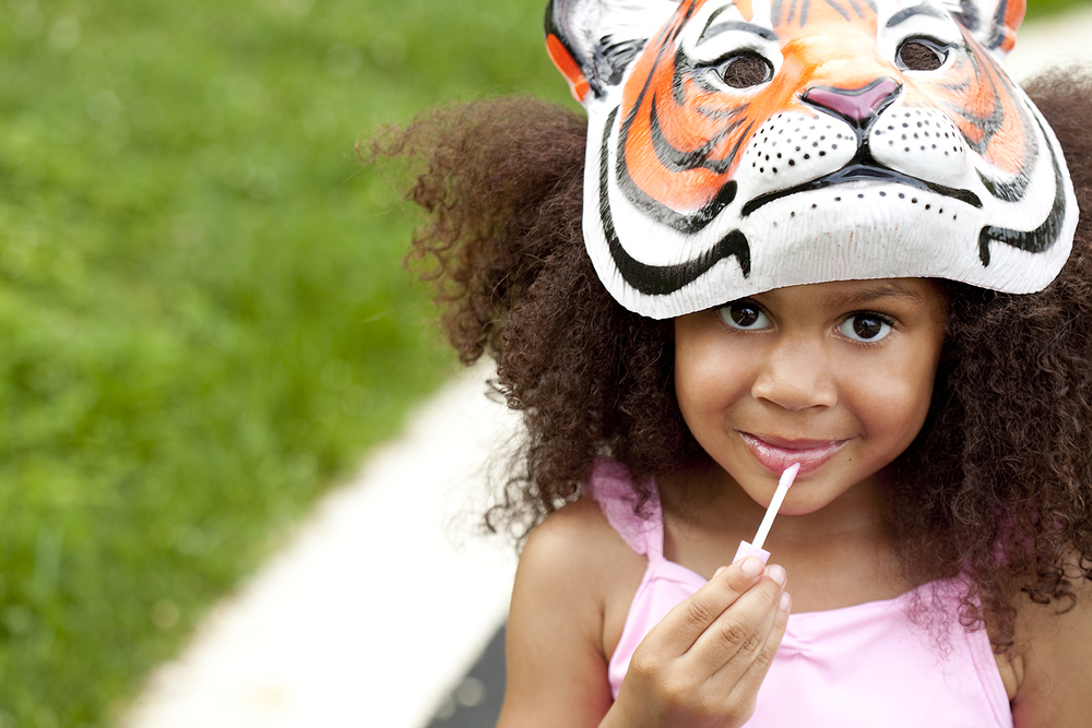 lifestyle-editorial-washington-dc-malek-naz-photography-contempo-kids-tiger-lipgloss.jpg