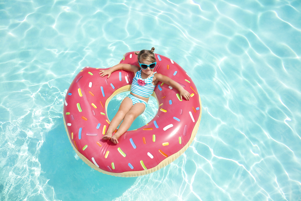 lifestyle-editorial-children-washington-dc-malek-naz-photography-contempo-kids-fashion-jumbo-donut.jpg
