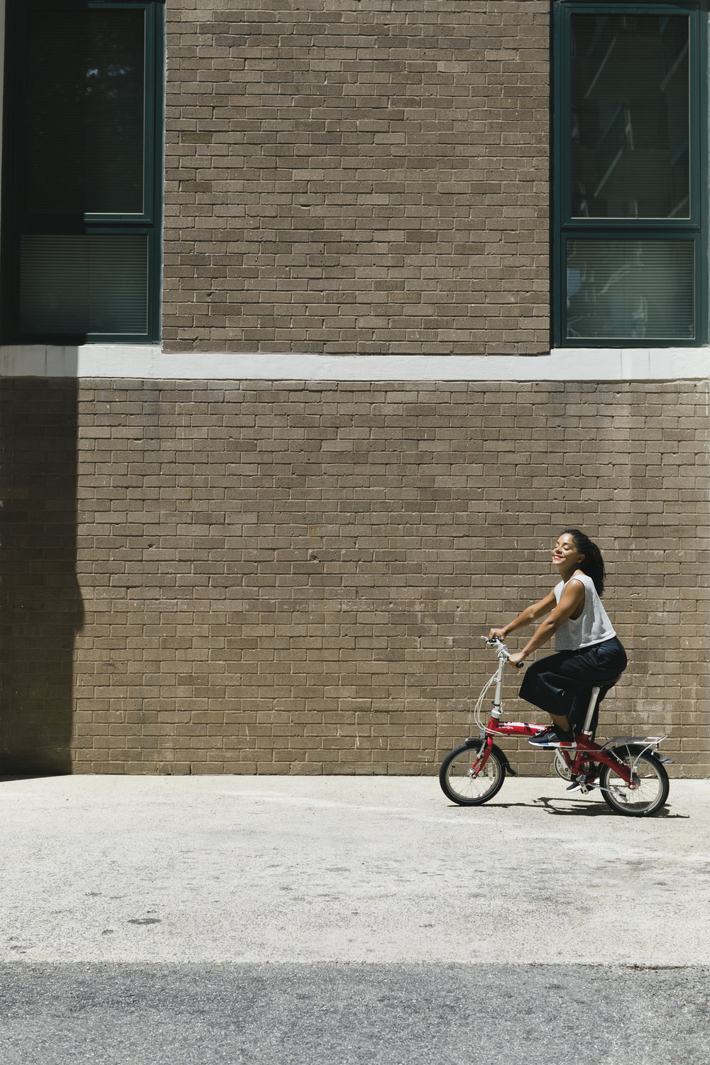 lifestyle-editorial-washington-dc-malek-naz-photography-melissa-burgos-rock-yo-rizos-foldable-bike.jpg