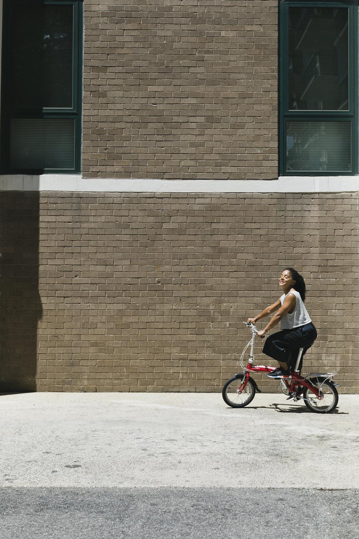lifestyle-editorial-washington-dc-malek-naz-photography-melissa-burgos-rock-yo-rizos-foldable-bike.jpg