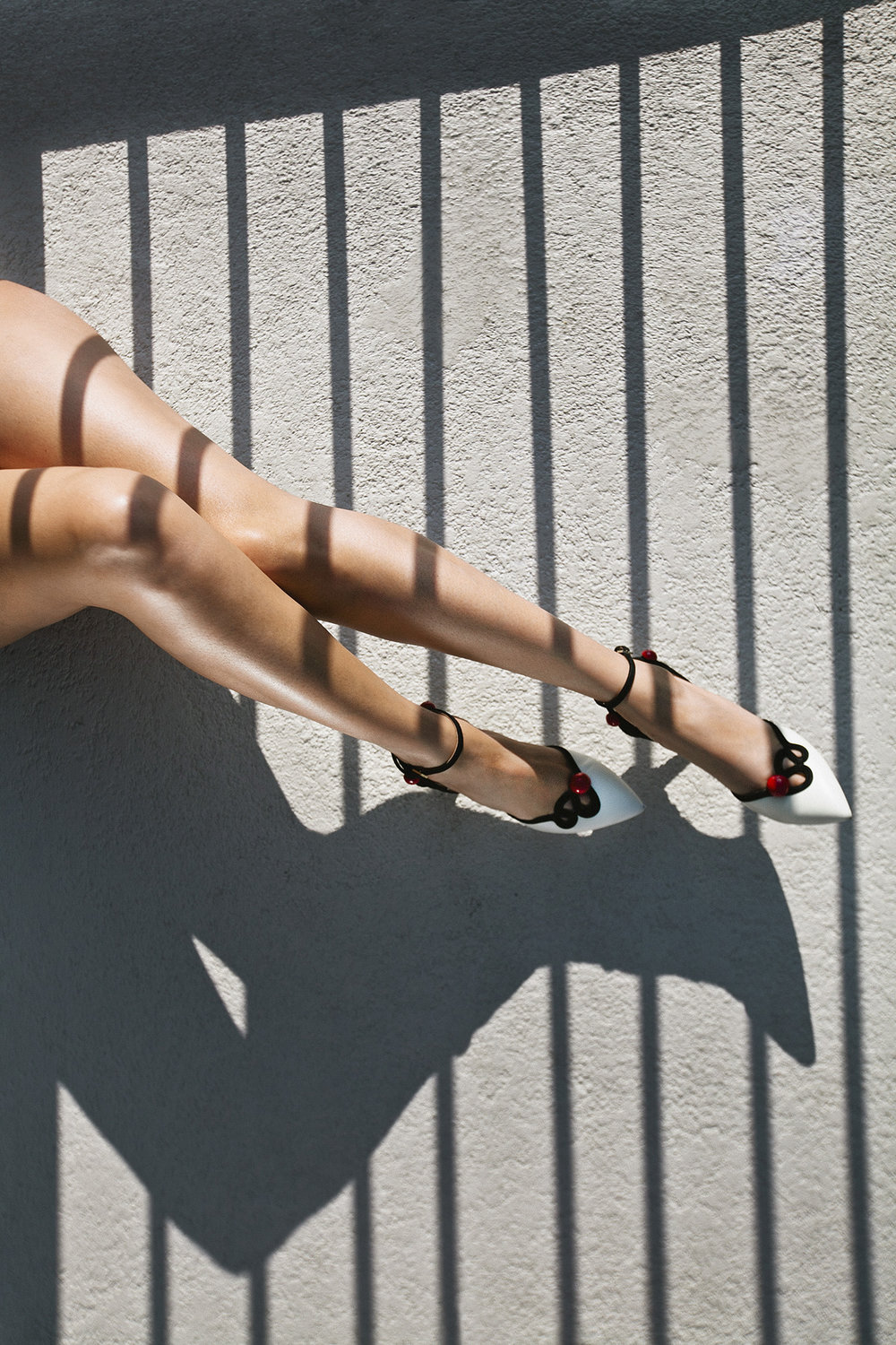lifestyle-editorial-washington-dc-malek-naz-photography-legs-shoes.jpg
