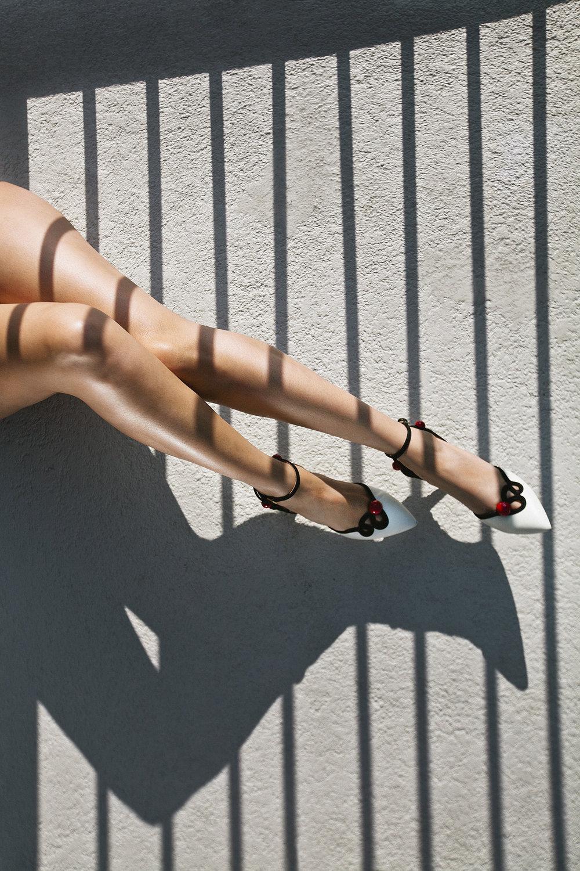 lifestyle-editorial-washington-dc-malek-naz-photography-legs-shoes.jpg