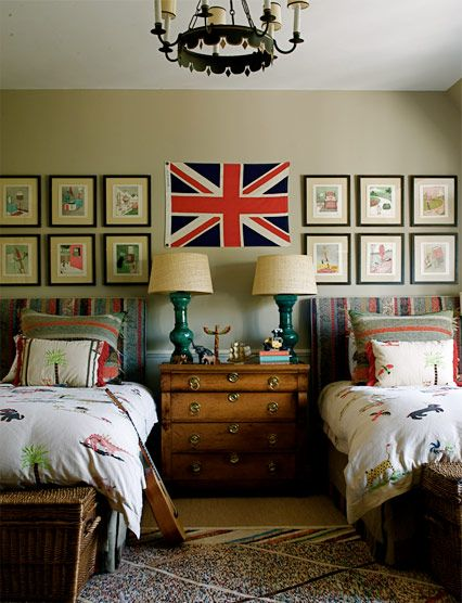 Stories on the walls, storage at the foot of the beds and playfulness in the bedding.