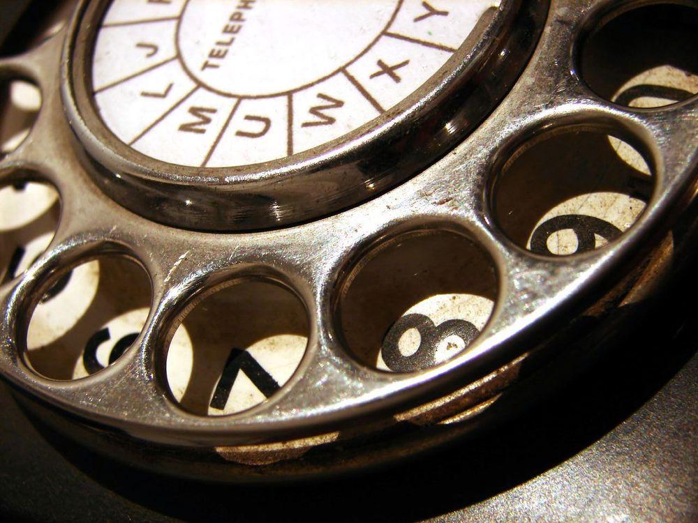 bakelite-phone-dial-closeup.jpg