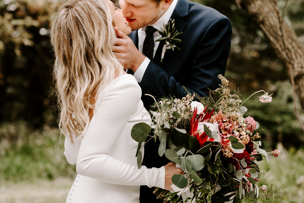 BRITT + AARON - MODERN RUSTIC BARN WEDDING