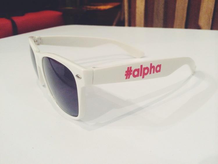 Para fazer seus próprios projetos você só precisa de logotipo e da fonte oficial do Alpha.