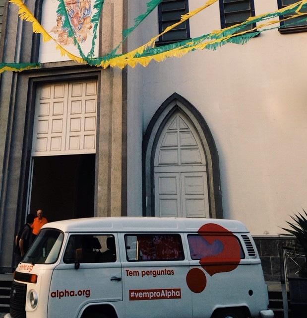 Leve a #kombiAlpha para sua igreja ou paróquia por um dia!