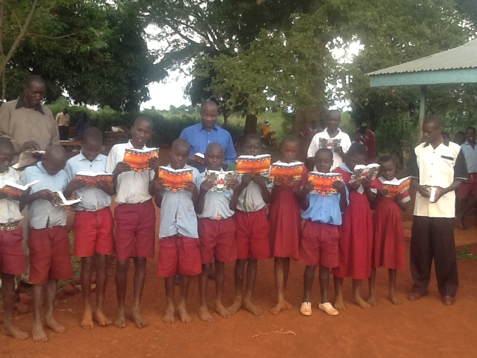 Ngang'a Primary School in Oyundo receives Bibles