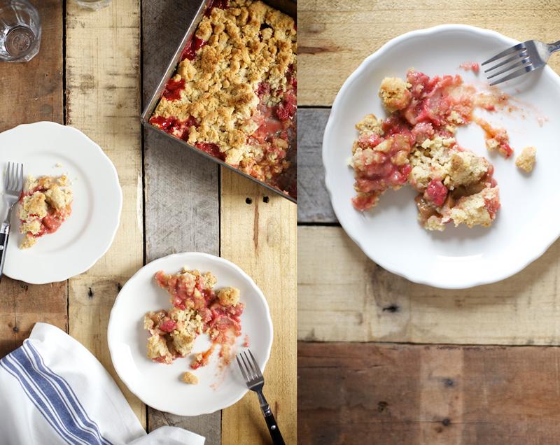 Evi-Abeler-Photography-Rhubarb-Strawberry-Crumble.jpg
