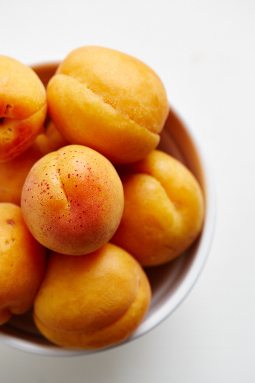 apricots-Evi-Abeler-Food-Photography