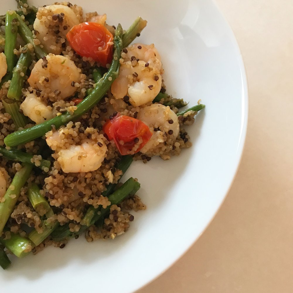 Quick & Easy Week Night Dinner - Greek Quinoa Bowl, Casey Bonano RD LD, Dallas Nutritional Counseling #dallasnutritionalcounseling #balancedeating #homecooking #quickrecipes #easyrecipe #weeknightrecipe #carbfatpro #quickeasyrecipe #balancedeating #intuitiveeating