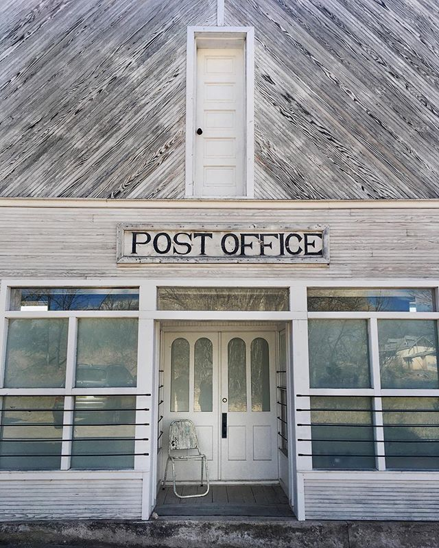 The US Post Office needs to run a competition for the cutest post office. If they did, this one would win! Fell in love with Chimayo, NM today. #chimayo #chimayonm #newmexico #nm #northernnewmexico #quevivaespanola