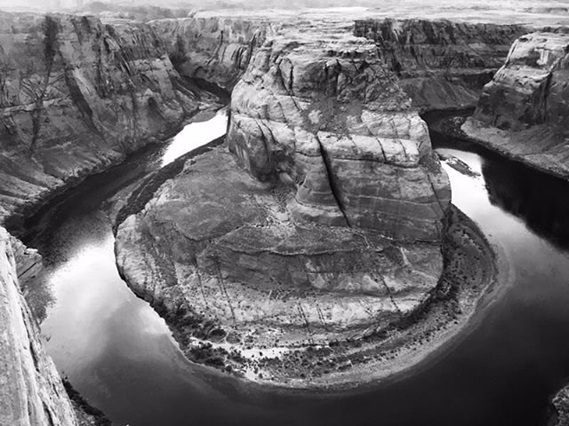 An overly photographed location, but still beautiful. #horseshoebend #coloradoriver #blackandwhitephoto #crosscountrytrip