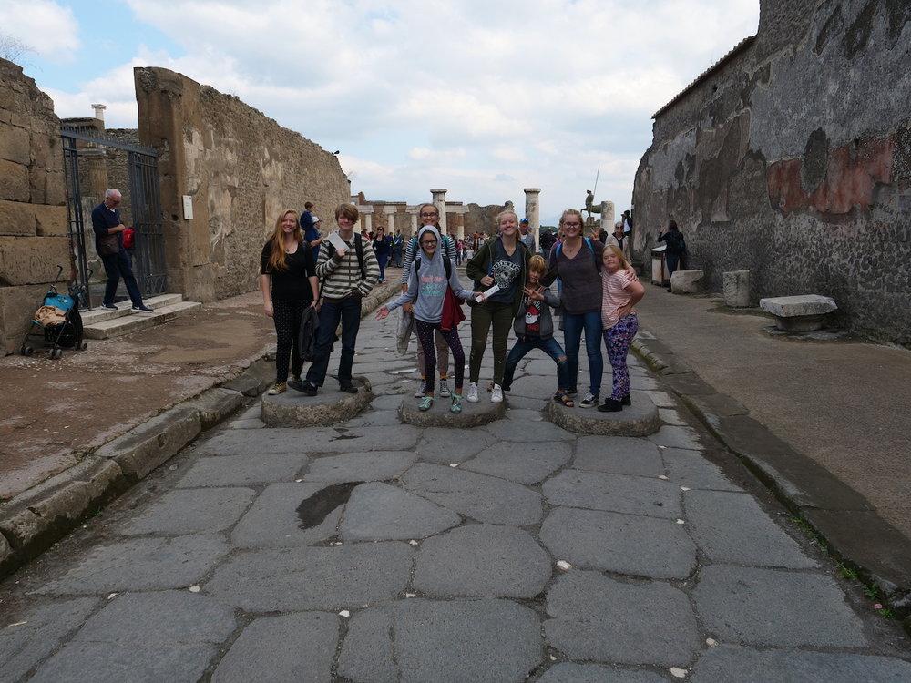 entering Pompeii forum.jpg