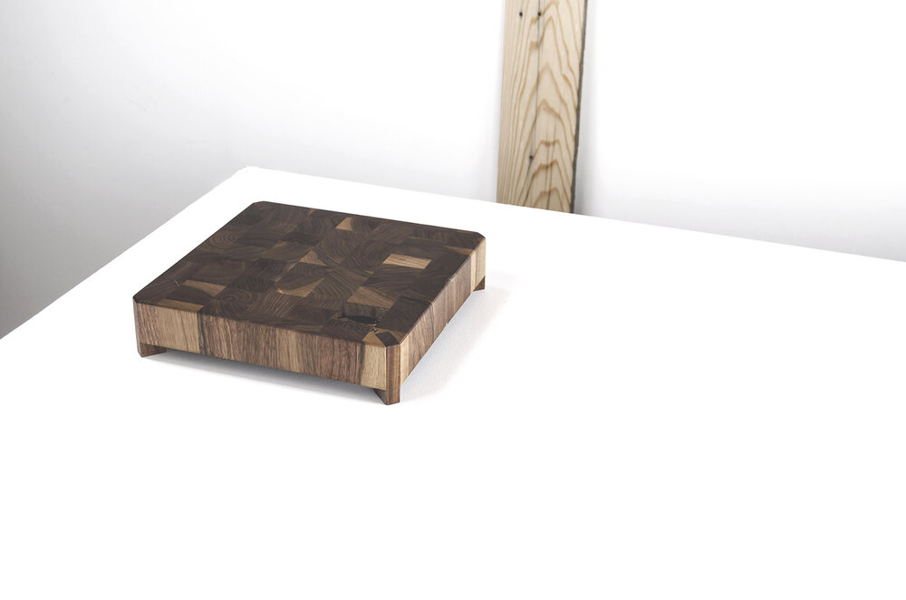 Magnetic chopping board