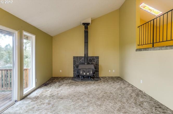 9105-living room fireplace.jpg