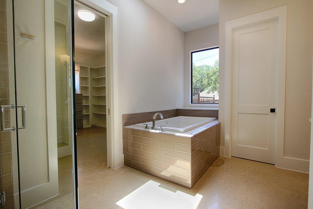 12 Master Bath Tub.jpg