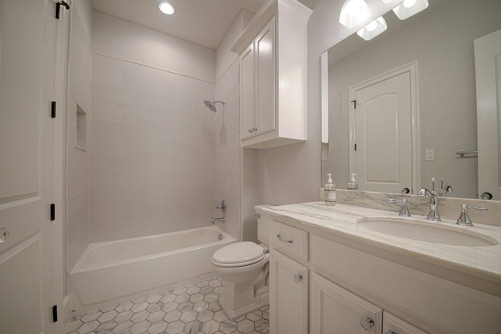 10 Bath 2.jpg