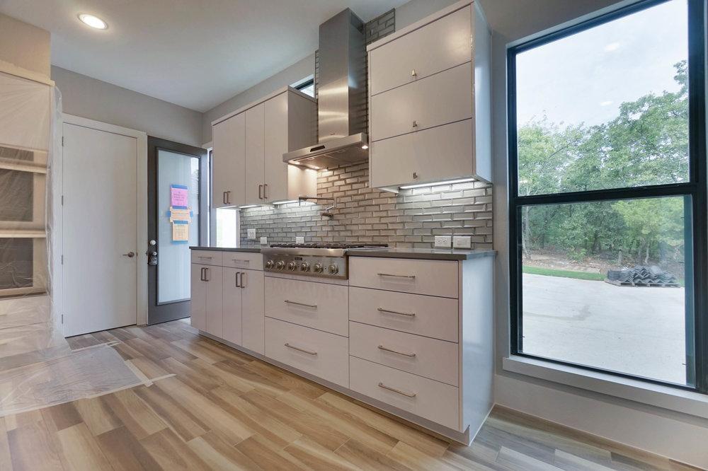 10 Kitchen 4.jpg